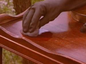 Чистка лакированной мебели